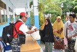 Lantamal VI bagikan 500 paket sembako untuk warga Pulau Kodingareng Makassar
