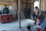 TNI ajak warga perbatasan kampung Monggoepi waspadai bahaya narkoba