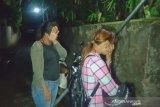 Dar...der...dor! tembakan peringatan penggerebekan narkoba di Karang Bagu, dua IRT ditangkap