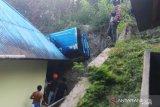 Angkot masuk jurang, tujuh penumpang luka-luka