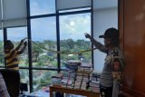 Peluru nyasar kagetkan karyawan Universitas Negeri Padang