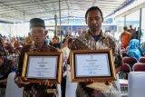 Terima penghargaan selamatkan siswa hanyut, Mbah Sudiro:  Sangat berat menerimanya