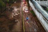 Perkampungan Jakarta dikepung banjir