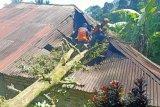 25 unit bangunan rusak diterjang angin kencang di Kabupaten Agam, Sumatera Barat