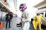 Mobil Mercedes Hamilton mogok  saat tes Barcelona hari kelima