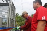 Warga Kecamatan Aere Kolaka Timur menikmati jaringan internet