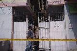Seorang Pria  tewas di kamar kos diduga bunuh diri