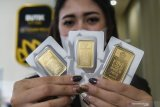 "Harga Emas tergelincir 5,8 dolar terseret penguatan ""greenback"" dan saham"