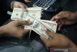 Dolar AS naik karena selera risiko memburuk di tengah meningkatnya infeksi COVID-19
