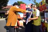"""Bupati Banyumas serahkan bantuan 20 gerobak """"cimol"""" untuk masyarakat"""