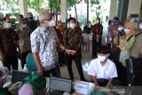 Gubernur Ganjar apresiasi antusiasme siswa di Solo ikuti program vaksinasi