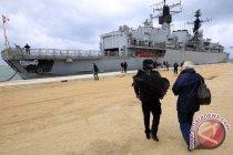 Enam pengungsi diselamatkan dari sampan di jalur sibuk pelayaran Inggris