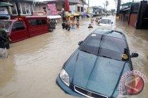 Trami naikkan gelombang tinggi di Halmahera