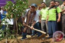 Di Pringsewu-Lampung, sejumlah rumah roboh diterjang hujan-angin