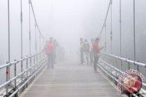 Masih berstatus waspada, Gunung Merapi diselimuti kabut