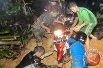 Longsor akibatkan jalan Padang-Solok lumpuh total