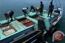 Siswa SMPN 2 Pulau Sembilan arungi laut 17 jam demi UNBK