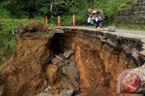 Hindarkan terjadi korban,  pemda diminta perbaiki jalan rusak di Krueng Sabee-Aceh