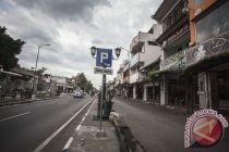 Jalan Malioboro dibersihkan dengan mesin pengepel pedestrian