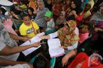 Gubernur Gorontalo salurkan dana Baznas di Boalemo