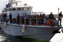 Panjaga pantai Libya paksa migran terdampar turun dari kapal kargo