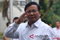 "Teriakan \""presiden\"" sambut Prabowo saat tiba di KPU"