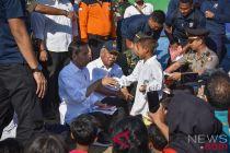 Presiden naik motor trail ke tempat pengungsian korban gempa