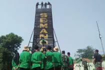 BUMN Hadir - Peserta SMN latihan rappelling di Batalyon Mekanis 201
