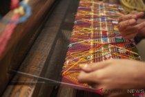 Kelembapan udara faktor penting merawat kain tenun