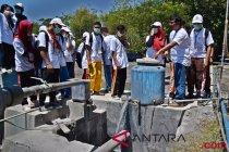 BUMN Hadir - Bank Mandiri renovasi fasiitas MCK warga Papua Barat