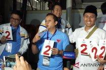 Pendukung Prabowo-Sandiaga langsung kenakan atribut nomor 2