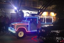 "Jokowi-Ma\'ruf kendarai Land Rover dihias seperti \""odong-odong\"""