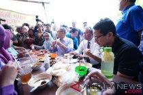 Sandiaga menyambangi Pasar Kembang Solo