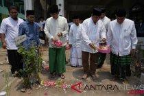 Prabowo-Sandiaga ziarah ke makam KH Bisri Syansuri