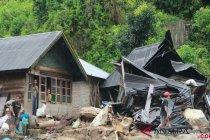 Pengungsi banjir Mandailing Natal kembali ke rumah