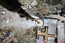 Penyemprotan Desinfektan Di Lokasi Gempa