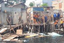 Bangunan liar Kali Item dibongkar agar tidak banjir