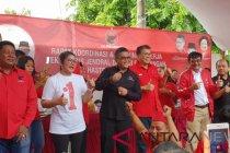 Sekjen-Ketua DPP PDIP berjoget bersama kader di Karawang