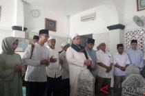 Sandiaga bersama istri berziarah ke makam Habib Kwitang