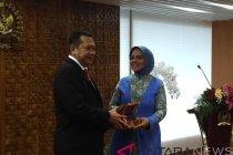 Nurhayati terima penghargaan dari AIPA
