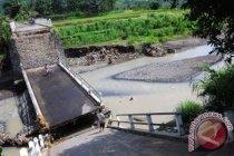 Seorang remaja tewas setelah jembatan di Prancis ambruk