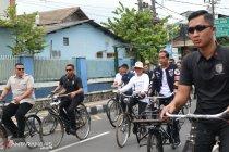 Jokowi-Iriana naik sepeda ontel ke acara deklarasi Alumni Jogja