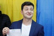 Ukraina masuki ketidak-tentuan setelah pelawak menang pemilu