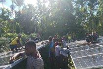 Satgas Pamtas Yonif 126/KC perbaiki PLTS Kampung Banda