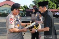 Kapolda Jambi berikan penghargaan kepada Ketua DPRD Batanghari