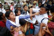 Aksi unjuk rasa ricuh terjadi di India untuk hari keempat