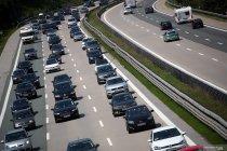 Bukan hanya di Indonesia, kemacetan lalu lintas juga terjadi di jalan tol di Jerman
