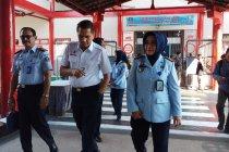 Staf ahli Menkumham berikan penguatan zona integritas Lapas Surabaya