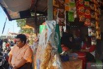 Pedagang mengaku untung besar dari lomba HUT RI  di Banjir Kanal Timur