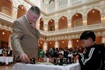 Karpov, legenda catur Rusia gagal dapatkan visa ke AS